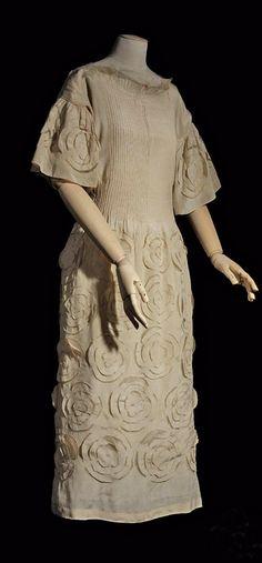 Afternoon dress, Madeleine Vionnet, 1920. Beige & white silk crepe de chine. Photo: Patrick Gries. Les Arts Décoratifs via Europeana Fashion