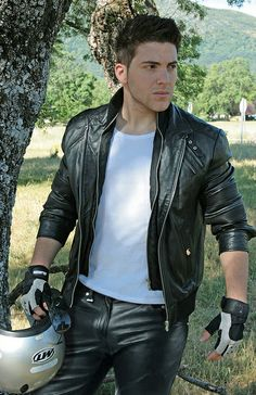 Leather_Man16 by Officeleather, via Flickr