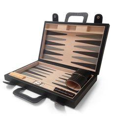 Regalos de piel. Obsequia este #Backgammon, perfecto para pasar un buen momento de diversión.  #Leather #artisan #Handmade #Handcraft #Gift #RegalosEnPiel #RegalosOriginales #Regalo #surprise
