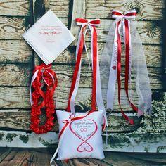 Everything red!  Ringkissen, Taschentuch, Strumpfband und Autoschleifen personalisiert. Das Detail macht's!