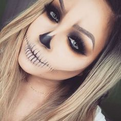 Looking for for ideas for your Halloween make-up? Browse around this site for creepy Halloween makeup looks. Costume Halloween, Creepy Halloween Makeup, Halloween Inspo, Last Minute Halloween Costumes, Halloween Looks, Scary Makeup, Simple Halloween Makeup, Halloween 2018, Horror Makeup