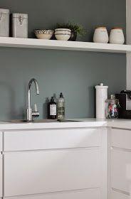 Hagenhuset: Nytt kjøkken Kitchen Interior, Interior Design Living Room, Kitchen Decor, Kitchen Design, Kitchen Wall Colors, Kitchen Tiles, Green Kitchen, New Kitchen, Mid Century Modern Kitchen