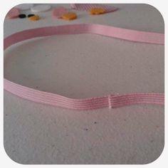 Nesse marcador usamos: - 40 cm de elástico, na cor que combine com o aplique usado. - Coruja Rosa Dorminhoca 7cm:http://bit.ly/1vFuFQS ...
