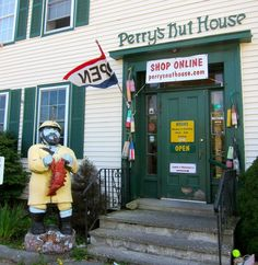 Perry's Nut House, Maine
