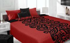 Czerwona nowoczesna narzuta dwustronna z czarnym ornamentem