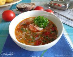 Средиземноморский суп с морепродуктами, рыбой и рисовой лапшой