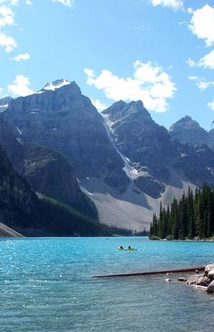 Famous Places to Travel | Moraine Lake – Canada