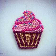 Купить Брошь из бисера Капкейк – розовый, пирожное, капкейк, брошь, брошь из бисера, вкусные украшения