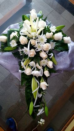 Arrangements Funéraires, Funeral Floral Arrangements, Unique Flower Arrangements, Altar Flowers, Church Flowers, Wedding Flowers, Funeral Bouquet, Funeral Flowers, Wreaths For Funerals