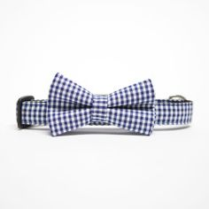 Hand-made in England with high quality webbing, this collar will keep your dog looking neat and fresh – a true gentleman on four legs. With a removable bow-tie for easy maintenance, this is a hard wearing fashionable piece. Pair this collar with a matching blue check lead to complete the look. Available in: Small:  25–40 cm  long x 1.5 cm wide Medium:  35–50 cm long x 2 cm wide Large:  50–66 cm long x 2.5 cm wide