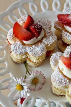fiorellini alle fragole e crema alla vaniglia