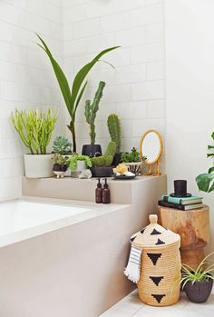 bohemian Bathroom Decor 20 Chic And Minimalist Boho Bathroom Design Ideas Bad Inspiration, Bathroom Inspiration, Interior Inspiration, Garden Inspiration, Bathroom Plants, Boho Bathroom, Garden Bathroom, Bathroom Ideas, Jungle Bathroom