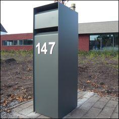 Eenvoudige design multi-brievenbus voor duplexwoningen en appartementen. Package Mailbox, Parcel Box, Modern Mailbox, Garbage Can, Decoration, Mailbox Ideas, Simple, Building, Outdoor Decor