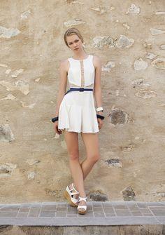 Vestido plissado com recortes em renda. Verão 2016 Romariabh #summerlook #summerdress #verão16 #fashionwoman #ootd #lacedetails