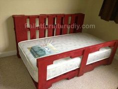 Wooden Toddler Pallet Bed
