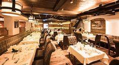 Die neue Kaminstube sorgt für noch mehr Wohlgefühl im Stubaierhof Restaurant, Conference Room, Table Settings, Furniture, Home Decor, Good Food, Food And Drinks, Decoration Home, Room Decor