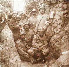 WWI,Craonne, Aisne; French soldiers and orderlies at a dressing station. -La PremièreGM, 14-18 (@1erGM) | Twitter
