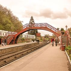 Goathland Station as Hogsmeade Station - Harry Potter Filming Location Harry Potter Magic, Harry Potter Films, Lego Harry Potter, Gloucester Cathedral, Durham Cathedral, Hogwarts, Harry Potter Filming Locations, Deathly Hallows Part 1, Literary Travel