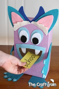 monster-2 Feed The Monster, Monster Munch, Monster Box, Fun Halloween Crafts, Fun Crafts To Do, Crafts For Kids, Sight Word Flashcards, Sight Word Games, Monster Wreath