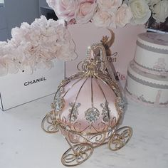 pink accessories for room Boujee Aesthetic, Princess Aesthetic, Everything Pink, Pink Christmas, Vintage Pink, Girly Girl, Girly Things, Pretty In Pink, Perfume Bottles
