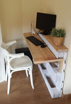 Pallet Furniture Projects Pallet desk - New (never used), Custom built by the maxx Pallet Furniture Designs, Wooden Pallet Projects, Wooden Pallet Furniture, Furniture Projects, Wood Pallets, Home Furniture, Pallet Wood, Modern Furniture, Bedroom Furniture