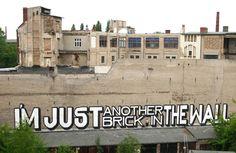 Otro graffiti mas en la pared (para mas exactitud, una obra del artista callejero 'Above' en Berlín Alemania)