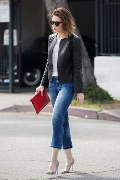 Mandy Moore pairs her t-shirt and leather jacket with printed pumps // #Fashion #StreetStyle