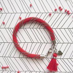 Trochę ognistej czerwieni ❤️  W sam raz na lekko poszarzaly dzień   _  Bransoletka ze szklanych koralików Toho w rozmiarze 15/0 (1,5 mm) z elementami ze stali chirurgicznej.    _  #bransoletka #biżuteria #stal #szydełkowanie #koraliki #ręcznierobione #rękodziełokwitnie #handmadejewelry #handmade #bracelet #beadcrochet #jewelry #jewellery #handmadewithlove  #fashion #slowfashion #alchemiamaterii #alchemia_materii Beaded Jewelry, Handmade Jewelry, Peyote Beading, Sea Glass Jewelry, Bead Crochet, Jewelery, Beads, Bracelets, Patterns