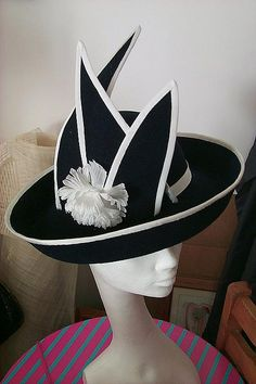 Women's Hat styleing looking good 🌿 Fascinator Hats, Fascinators, Headpieces, Madd Hatter, Crazy Hats, Kentucky Derby Hats, Church Hats, Fancy Hats, Wearing A Hat