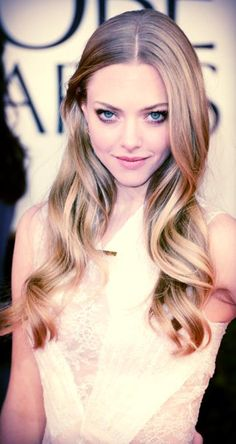 Amanda Seyfried - eye makeup + blonde curls