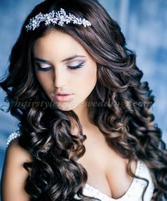 wavy hair down hairstyle for brides