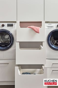 Wäsche-Schubladen Different drawers help you sort the laundry. Modern Laundry Rooms, Laundry Room Layouts, Laundry Room Remodel, Laundry Room Organization, Laundry Solutions, Drying Rack Laundry, Wainscoting Bathroom, Laundry Room Inspiration, Laundry Room Design