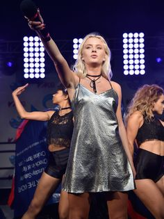 Zara Larsson Photos Photos - Singer Zara Larsson performs during Elvis Duran's End Of Summer Bash at Hornblower Cruises, Pier 15 on August 25, 2016 in New York City. - Elvis Duran's End of Summer Bash