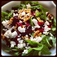 A healthy & easy salad recipe which uses beets, goat cheese, candied walnuts & baby greens to make a yummy side dish. Roasted Beet Salad, Beet Salad Recipes, Roasted Beets Recipe, Beet Salad With Feta, Salads With Beets, Baby Beets Recipe, Roasted Beets And Carrots, Berry Salad, Smoothie Recipes