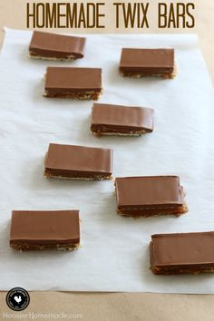 Ooey gooey goodness of a homemade candy bar! These Homemade Twix Bars are easy to make and taste amazing! These Homemade Twix Bars are a recipe that I have been making for many, many years. Homemade Twix Bars, Homemade Candies, Homemade Recipe, Twix Chocolate, Chocolate Chips, Healthy Chocolate, Chocolate Lovers, Just Desserts, Delicious Desserts