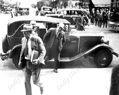Photo Date: 10/08/1931  Caption: Al Capone leaving a taxi outside the Chicago Federal Courthouse to attend his trial.  Credit: New York Daily News  Country: USA  Location: Chicago, IL