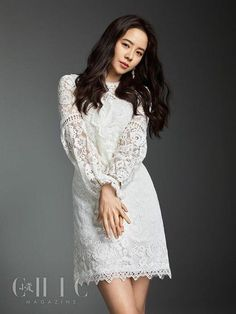Korean actress Song Ji-hyo graced the cover of Chinese fashion magazine Xiaozi Chic's March issue. Running Man Korean, Ji Hyo Running Man, Korean Variety Shows, Female Eyes, Lucky Ladies, Korean Fashion Trends, Seong, Chinese Style, Chinese Fashion