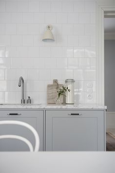 Pale grey kitchen untis