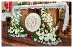 Image result for dekoracja ołtarza komunia Altar Flowers, Church Flowers, Silk Flowers, Altar Decorations, Flower Decorations, Sympathy Flowers, Corpus Christi, First Communion, Holi