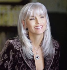 Creative ideas regarding amazing looking women's hair. Your hair is exactly what can certainly define you as a man or woman. To numerous people today it is certainly important to have a great hair style. Hairstyle New Look. Hair and beauty. Grey Hair Over 50, Long Gray Hair, Grey Wig, Silver Grey Hair, White Hair, Grey Hair With Bangs, Long Black, Silver Wigs, Hairstyles Over 50