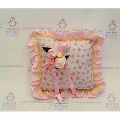 Pembe Lale Takı Yastığı ile misafirleriniz hediyelerini, çok şirin bir takı yastığına takabilirler. Pengu Bebek
