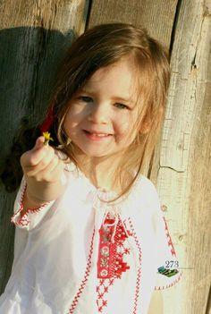 ca o domnisoara sau girl in Romanian traditional blouse (moon)