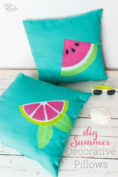These DIY Summer decorative pillows are so cute! Love cute crafts that add fun to my home decor. #HomeDecor #Pillows #DecorativePillows #DIY #Crafts #Cricut #Summer #RealCoake