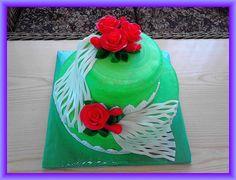zelenkavý s červenými růžemi