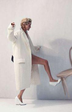 'Urban Renewal' Carolyn Murphy by Cass Bird for Vogue Korea November 2012 [Editorial] Carolyn Murphy, Vogue Korea, White Fashion, Trendy Fashion, Fashion Trends, Women's Fashion, Modern Fashion, Daily Fashion, Street Fashion