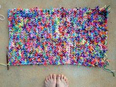 A kitty litter cat mat in need of a border - Crochetbug Diy Crochet Cat, Scrap Yarn Crochet, Crochet Mat, Crochet Home, Crochet Granny, Crochet Stitches, Crochet Patterns, Crochet Blankets, Cat Litter Mat