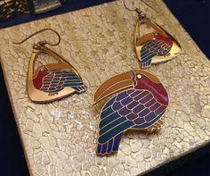 Vintage Signed Laurel Burch TOUCAN Parrot Enamel Pin & Hook Earrings Set #1  | eBay