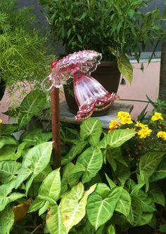 Best Glass Totems Garden Art Ideas For Beautiful Garden Pictures) 101 - Awesome Indoor & Outdo Glass Garden Flowers, Glass Plate Flowers, Glass Garden Art, Flower Plates, Glass Art, Diy Flowers, Purple Flowers, Indoor Outdoor, Outdoor Crafts