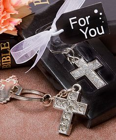 Lustrous cross metal key chains    hotref.com