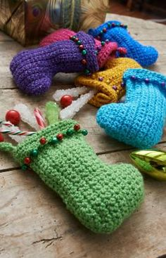 ideas crochet christmas stocking pattern gift cards for 2019 Mini Christmas Stockings, Mini Stockings, Crochet Christmas Ornaments, Christmas Crochet Patterns, Holiday Crochet, Christmas Knitting, Quick Crochet Gifts, Crochet Stocking, Easy Crochet